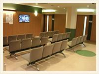 長谷川病院 受付前 待ち合わせ室写真