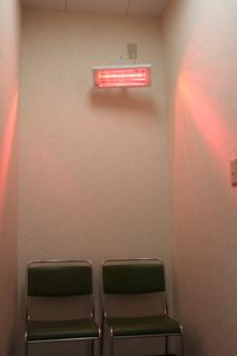 赤外線ヒーター(待合室)