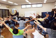 健康運動指導士による「健康体操」を実施